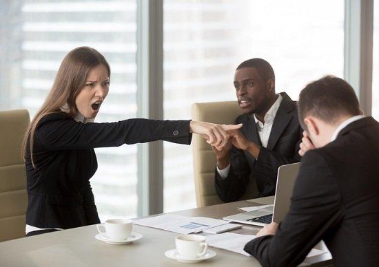 「バイトに負けて悔しくないのか?」と煽るような職場からは逃げろ!