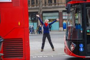 Julie lors du premier jour à Londres avec ses parents Photo © Chantal Charels
