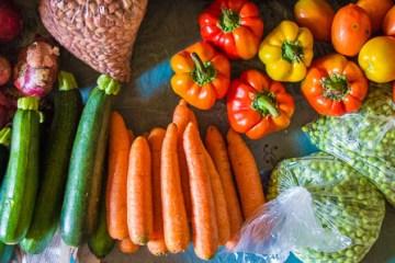 des légumes achetés dans la rue