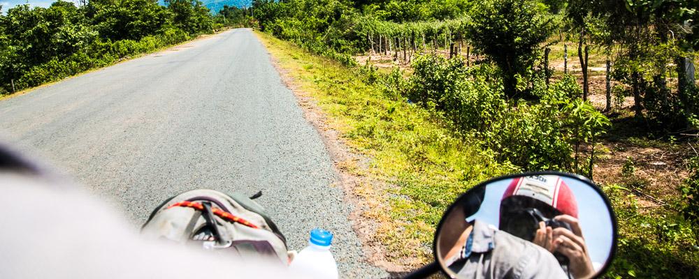 le plateau des Bolovens à moto