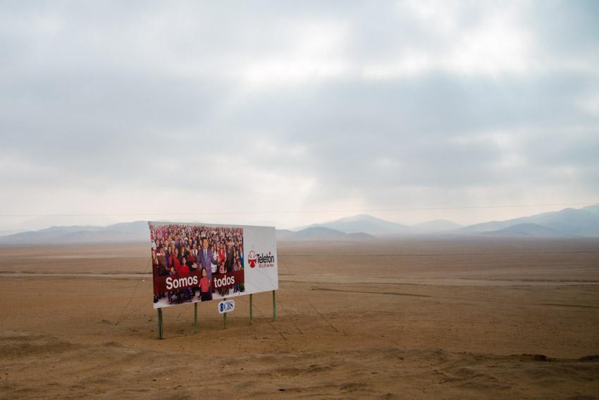 Des panneaux publicitaires, il y en a partout. Même dans le désert.
