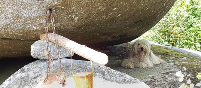 Rocher tremblant des Sept Faux © Michel Dvorak / www.au-tournant.org