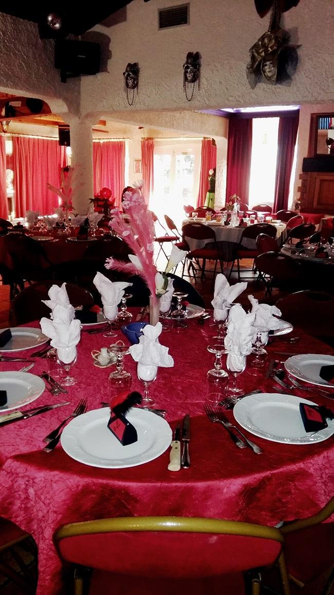 Salle du restaurant l'Auberge du pont d'Antis.