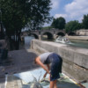 Michelle-Auboiron-peint-in-situ-les-Ponts-de-Paris-Photo-Anne-Sarter-21 thumbnail