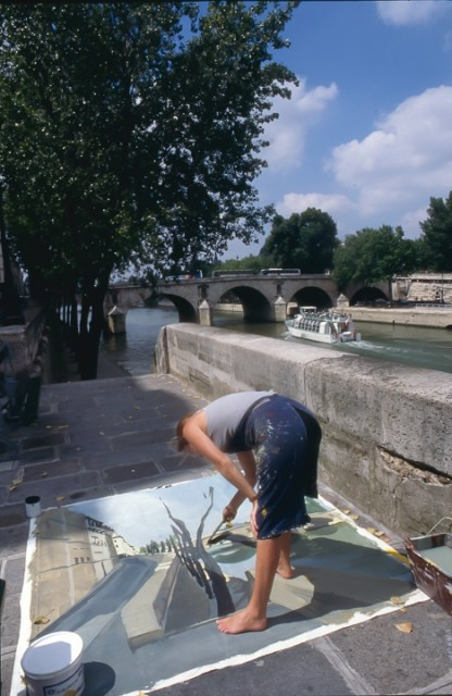 Michelle-Auboiron-peint-in-situ-les-Ponts-de-Paris-Photo-Anne-Sarter-21