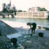 Michelle-Auboiron-peint-in-situ-les-Ponts-de-Paris-Photo-Anne-Sarter-3 thumbnail