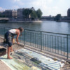 Michelle-Auboiron-peint-in-situ-les-Ponts-de-Paris-Photo-Anne-Sarter-32 thumbnail