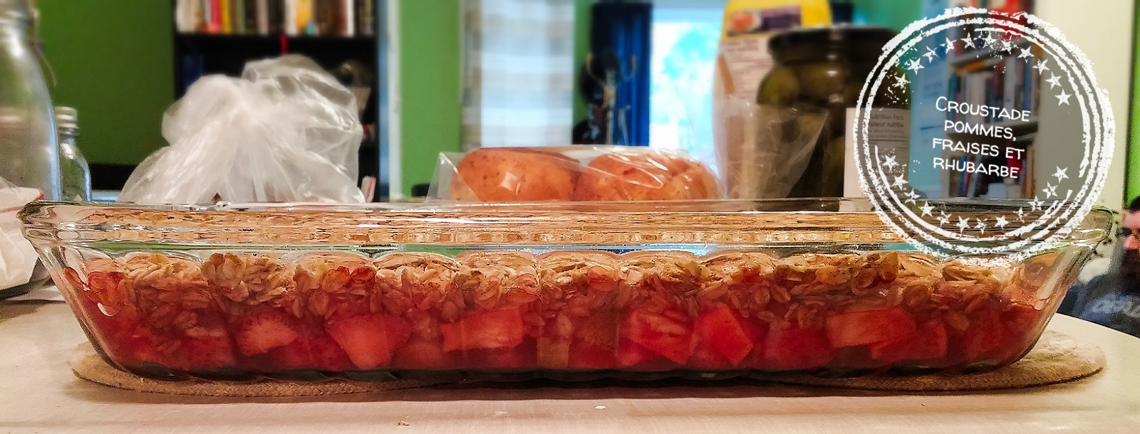 Croustade pommes, fraises et rhubarbe - Auboutdelalangue.com