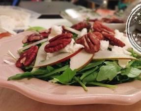 Salade de roquette aux poires, pacanes et fromage de chèvre - Auboutdelalangue.com