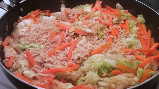 Chow mein au poulet dans un seul chaudron - Auboutdelalangue.com (9)