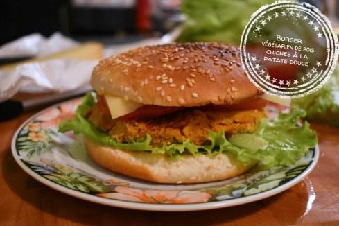 Burger végétarien de pois chiches à la patate douce - Auboutdelalangue.com