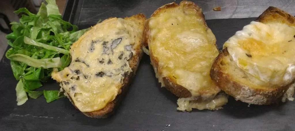 Toast tiède aux 3 fromage d'Auvergne