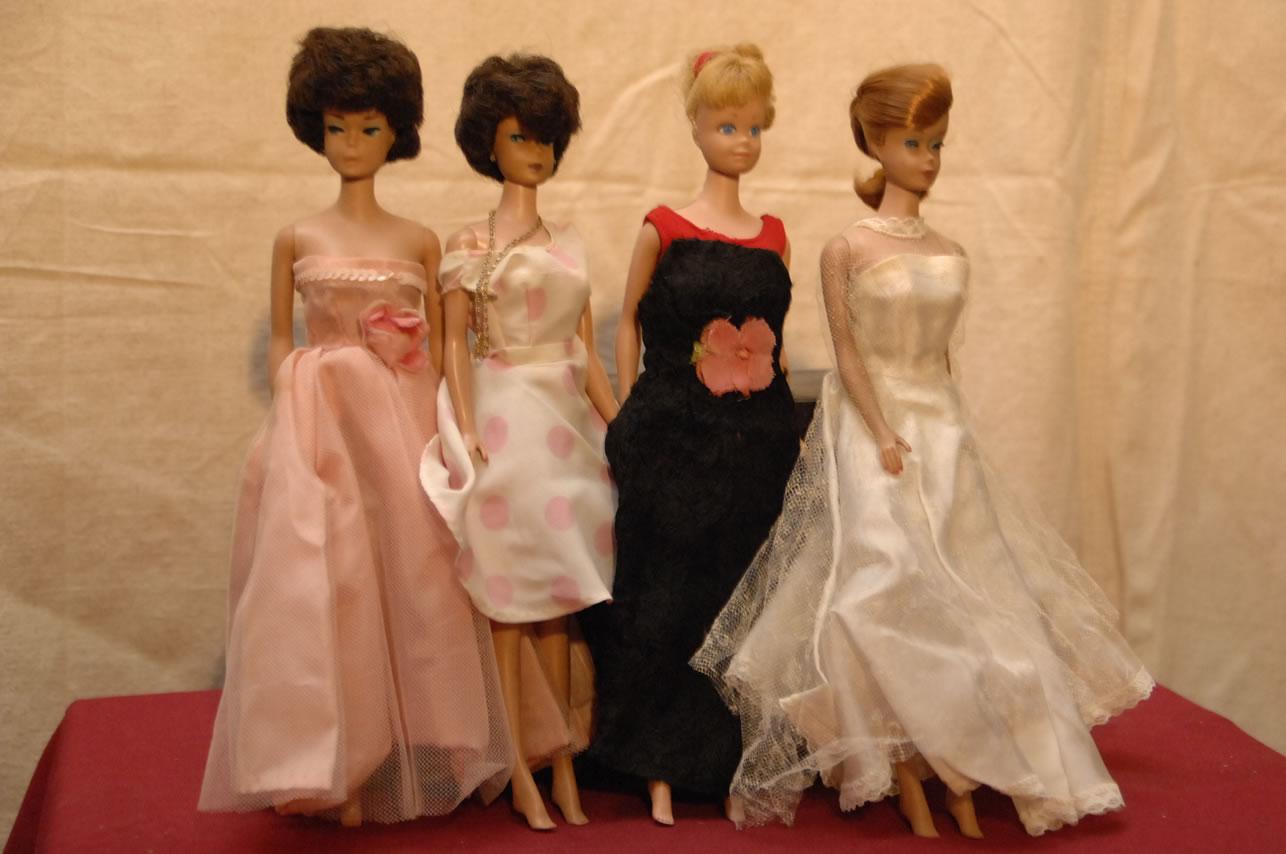 https://i2.wp.com/www.auctioneeratlanta.com/dolls2/images/Vintage%20Barbie%20Dolls_jpg.jpg