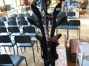 Lot 182 - Jewellery Tree - Sold for £42