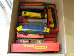 Lot 47a - Collection of Triang trains and rollingstock - Sold for £110