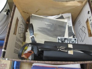 Lot 76 - Cine camera and black and white photos - Sold for £28