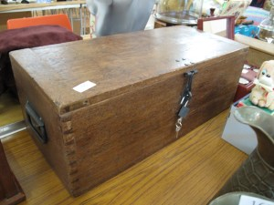 Lot 166 - Wooden box - Sold for £35