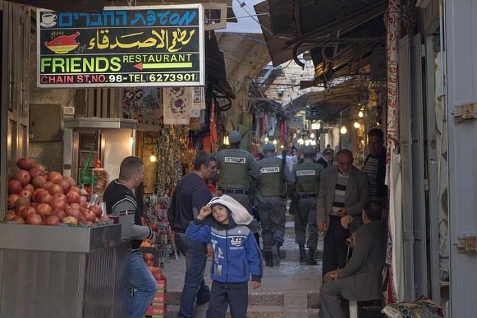 Die israelische Polizei patrouilliert in der Altstadt von Jerusalem im Februar 2016. Foto TrickyH. CC BY-SA 4.0