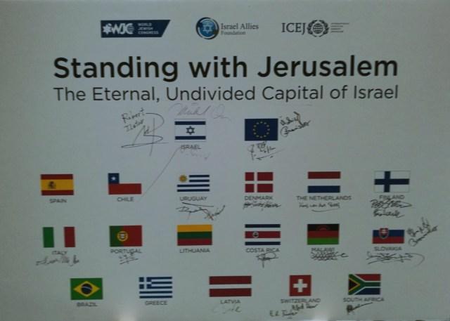 Parlamentarier aus 17 Ländern unterzeichneten die Erklärung, unter anderem auch 2 Schweizer. Foto zVg/MM