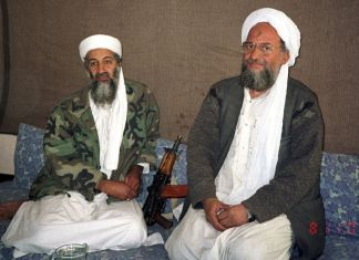 Al-Zawahiri und Bin Laden 2001 interviewt von Hamid Mir in Kabul. Foto Hamid Mir, CC BY-SA 3.0, Wikimedia Commons.