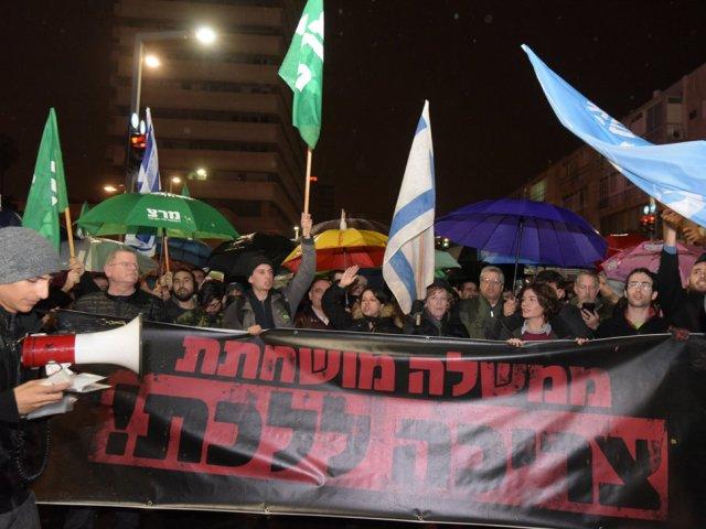 Am 14. Januar 2017 demonstrierten in Tel Aviv einige Hundert Personen linker Organisationen gegen Netanyahu. Foto Niv Aronson / Walla.co.il
