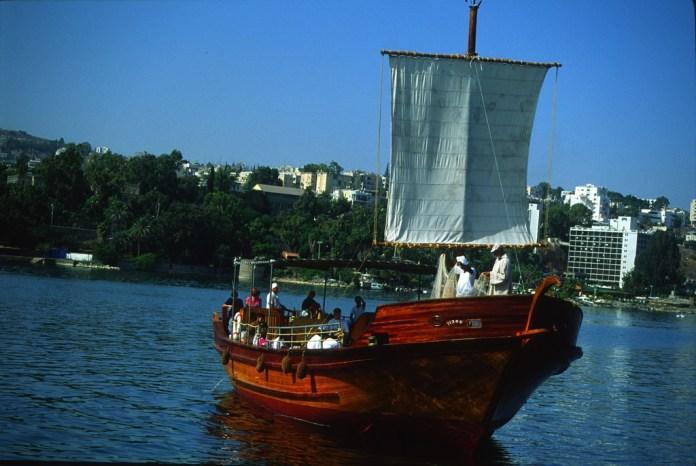 See Genezareth Fahrt mit Holzboot wie aus Jesu Zeit. Foto © Ulrich Sahm