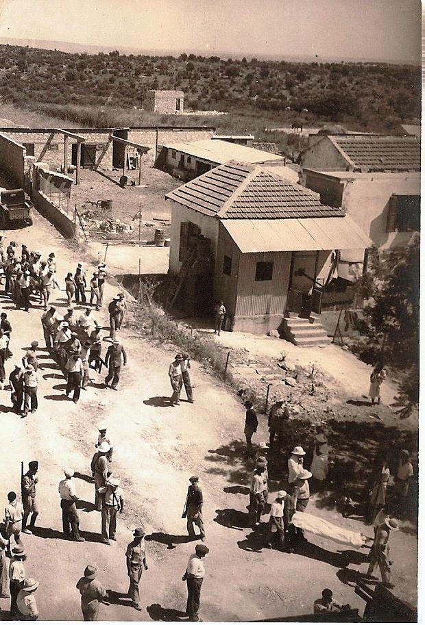 Beerdigung von getöteten Juden aus Givat Ada. Foto PD