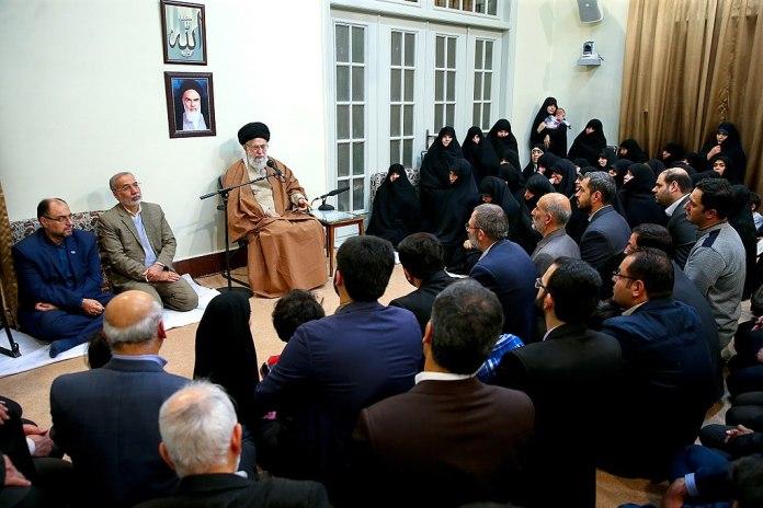 Ali Khamenei's wöchentliches Treffen mit Familien von