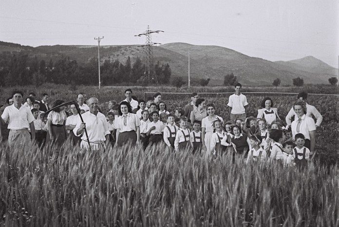Kibbutz Ginegar 1947. Foto Government Press Office (Israel), CC BY-SA 3.0, https://commons.wikimedia.org/w/index.php?curid=22807158