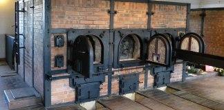 Verbrennungsofen der Firma J. A. Topf & Söhne im Krematorium, KZ Buchenwald. Foto © 1971markus@wikipedia.de, CC BY-SA 4.0, https://commons.wikimedia.org/w/index.php?curid=37333761