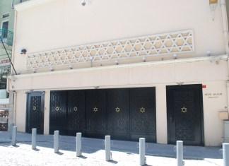 In der Türkei gibt es derzeit weniger als 15.000 Juden, und ihre Zahl nimmt Berichten zufolge immer weiter ab. Die Istanbuler Neve Şalom Synagoge (im Bild) wurde dreimal von Terroristen angegriffen: 1986 (durch die Abu Nidal Organisation); 1992 (durch die türkische Hisbollah) und 2003 (durch Al-Qaida). Foto Flickr user Chadica - https://www.flickr.com/photos/chadica/3584593477/in/photostream/, CC BY 2.0, https://commons.wikimedia.org/w/index.php?curid=18857898