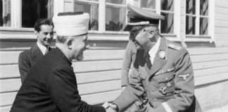 Der Reichsführer-SS Heinrich Himmler begrüsst in seiner Feldkommandostelle den Grossmufti von Jerusalem Amin al Husseini. Foto Bundesarchiv, Bild 101III-Alber-164-18A / Alber, Kurt / CC-BY-SA 3.0, CC BY-SA 3.0 de, https://commons.wikimedia.org/w/index.php?curid=5478109