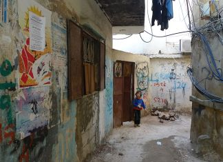 Burj Barajneh, ein palästinensisches Flüchtlingslager im Libanon, das von der UNRWA verwaltet wird. Foto Al Jazeera English - P1020710, CC BY-SA 2.0, https://commons.wikimedia.org/w/index.php?curid=17498700