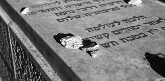 Grab auf dem Jüdischen Friedhof in Jerusalem. Foto Christopher Michel, CC BY 2.0, https://commons.wikimedia.org/w/index.php?curid=24814598