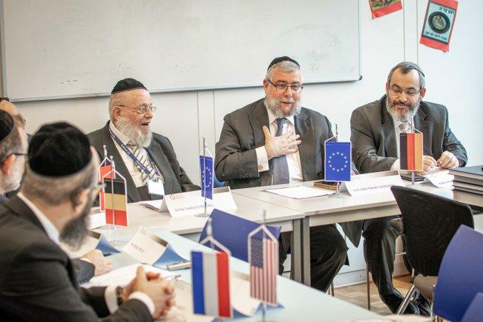 Oberrabbiner Pinchas Goldschmidt (Mitte) Foto CER Conference of European Rabbis