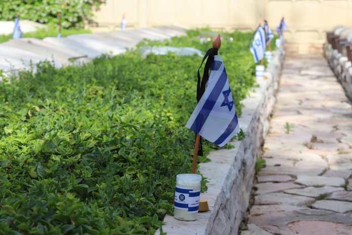 Militärfriedhof von Haifa. Foto Eitan Elhadez/TPS