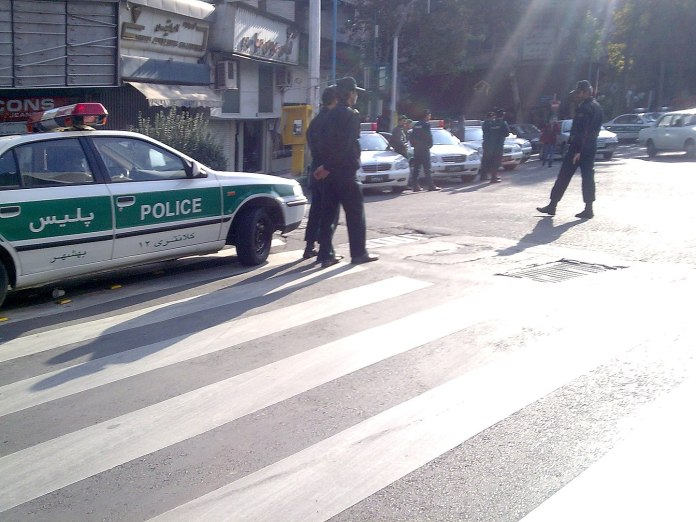 Iranische Polizei, Symbolbild. Foto Amirreza, CC BY-SA 3.0, https://commons.wikimedia.org/w/index.php?curid=5286038
