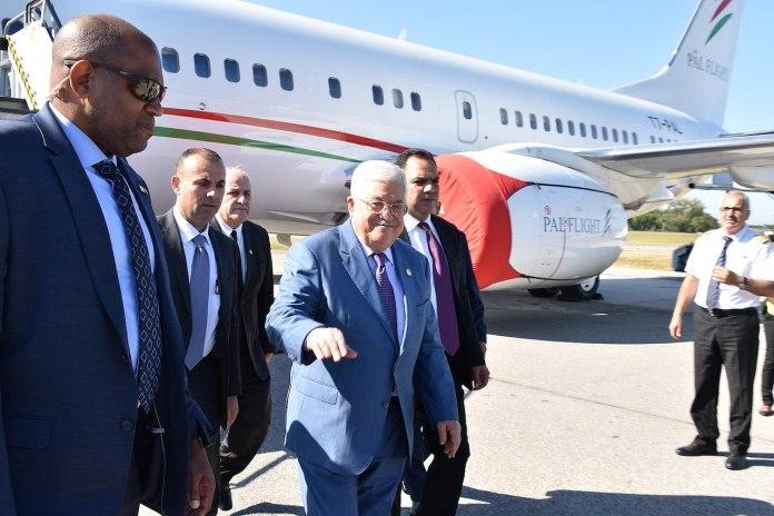 US-Sonderagenten schützen den palästinensischen Präsidenten Mahmud Abbas bei seiner Ankunft in New York zur UN-Generalversammlung am 21. September 2019. Foto Public Domain, https://commons.wikimedia.org/w/index.php?curid=84764529