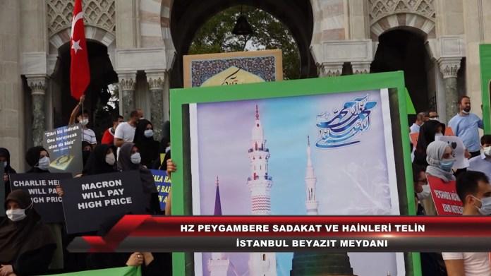 """Am 13. September protestierte eine Gruppe von Islamisten auf dem Beyazit-Platz in Istanbul gegen den französischen Präsidenten Emmanuel Macron. Sie hielten Plakate mit der Warnung, dass Macron und die satirische französische Zeitschrift Charlie Hebdo """"einen hohen Preis zahlen werden"""". Foto Screenshot Youtube / Kudüs TV"""