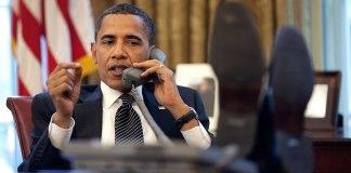 US-Präsident Barack Obama spricht mit dem israelischen Premierminister Benjamin Netanjahu aus dem Oval Office. Montag, 8. Juni 2009. Foto Pete Souza / The Official White House Photostream - P060809PS-0350, Gemeinfrei, https://commons.wikimedia.org/w/index.php?curid=7173483
