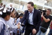 Pierre Krahenbühl, Ex-Generalkommissar von UNRWA, besucht eine von den Vereinten Nationen betriebene Schule in Khan Younis im südlichen Gazastreifen. Foto imago images / ZUMA Wire