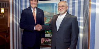 Der damalige US-Aussenminister John Kerry schüttelt die Hände mit dem iranischen Aussenminister Javad Zarif am 15. Juni 2016 in Norwegen. Foto US State Department / Public Domain