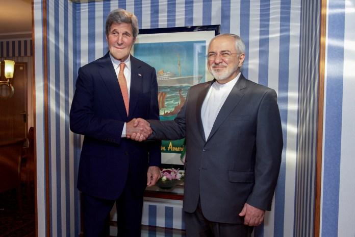 Der damalige US-Aussenminister John Kerry schüttelt die Hände mit dem iranischen Aussenminister Javad Zarif am 15. Juni 2016 in Norwegen. Foto US State Department / Public Domain