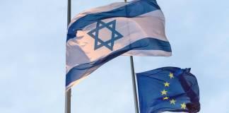Israelische und europäische Fahne. Foto IMAGO / Christian Spicker