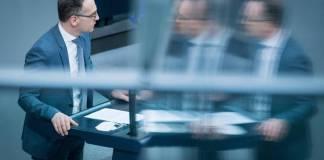 Berlin, Plenarsitzung im Bundestag Heiko Maas (Bundesminister des Auswärtigen, SPD) während der Sitzung des Deutschen Bundestags am 25.02.2021. Foto IMAGO / Christian Spicker