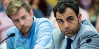 Avner Gvaryahu (L), Exekutivdirektor von Breaking the Silence und Omar Shakir (R), Direktor von Human Rights Watch Israel und Palästina, in Jerusalem am 2. Juli 2018. Foto Hillel Maeir/TPS