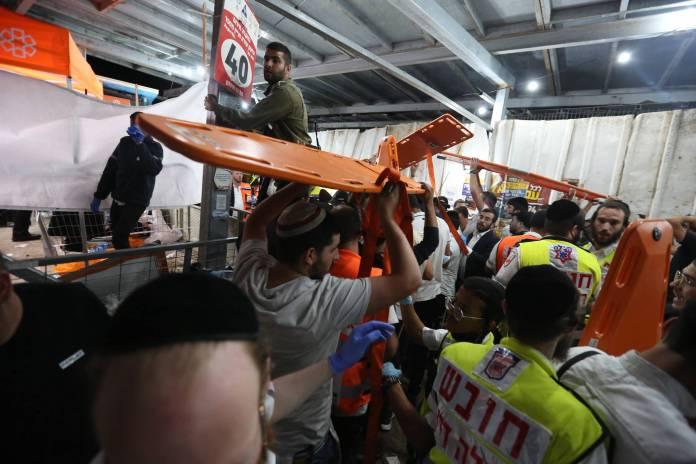 Rettungskräfte im Einsatz bei einer Massenpanik auf dem Berg Meron in Israel am 30. April 2021. Mindestens 44 Menschen wurden am Lag BaOmer Fest getötet und 103 verletzt. Foto IMAGO / Xinhua