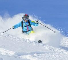 Musik hören beim Ski fahren.