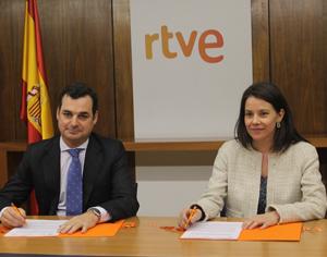 Leopoldo González-Echenique, presidente de la Corporación RTVE, y Susana de la Sierra, directora general del ICAA