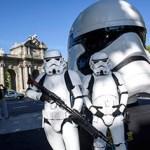 Las calles de Madrid acogen la exposición Face The Force con ocho réplicas de cascos de Star Wars